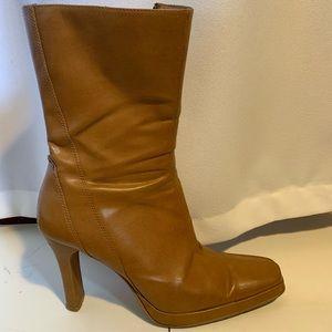 tan heeled boots!!